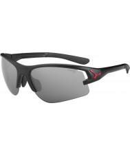 Cebe Cbacros1 attraverso gli occhiali da sole neri